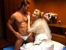 Hot bride shemale sucks cock on bed