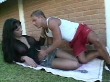 Brunette shemale seduces young blond guy in nature
