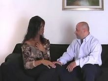 Ebony shemale deep throats strong cock of guy
